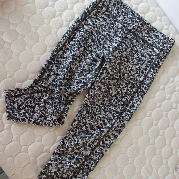 Under Armour Animal Print Cropped Leggings Small